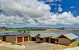 Lake Tinaroo Lakeside Accommodation