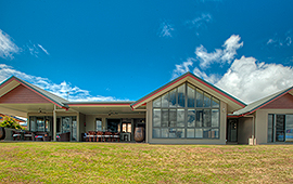 Limni House - Lake Tinaroo Waterfront Holiday House